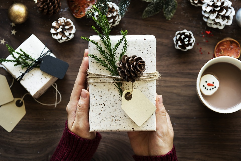 offrir un cadeau en bois