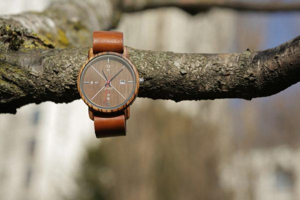 nettoyage d'une montre en bois