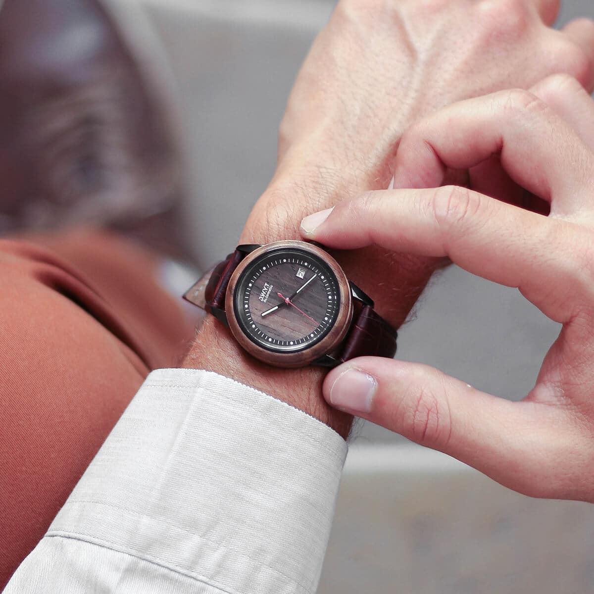 Montre automatique Night Mood avec bracelet cuir lisse