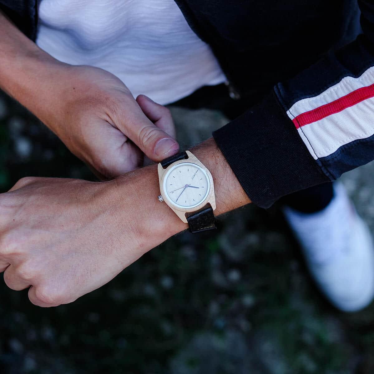 Montre en bois Toundra sur bracelet en cuir