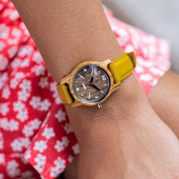 Montre en bois femme Angkor avec bracelet en cuir classique lisse jaune