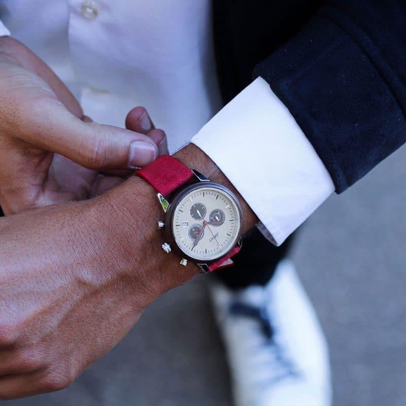 Montre chronographe Marco Polo avec bracelet en cuir vintage rouge