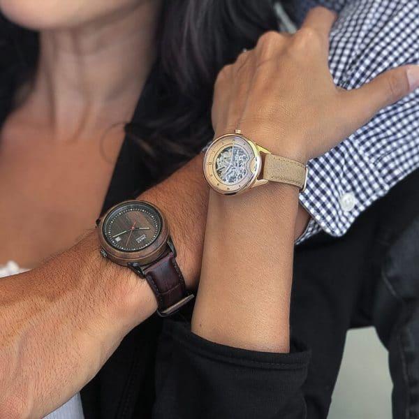Montre squelette femme automatique Odyssey et une montre squelette homme automatique Mood pour couple