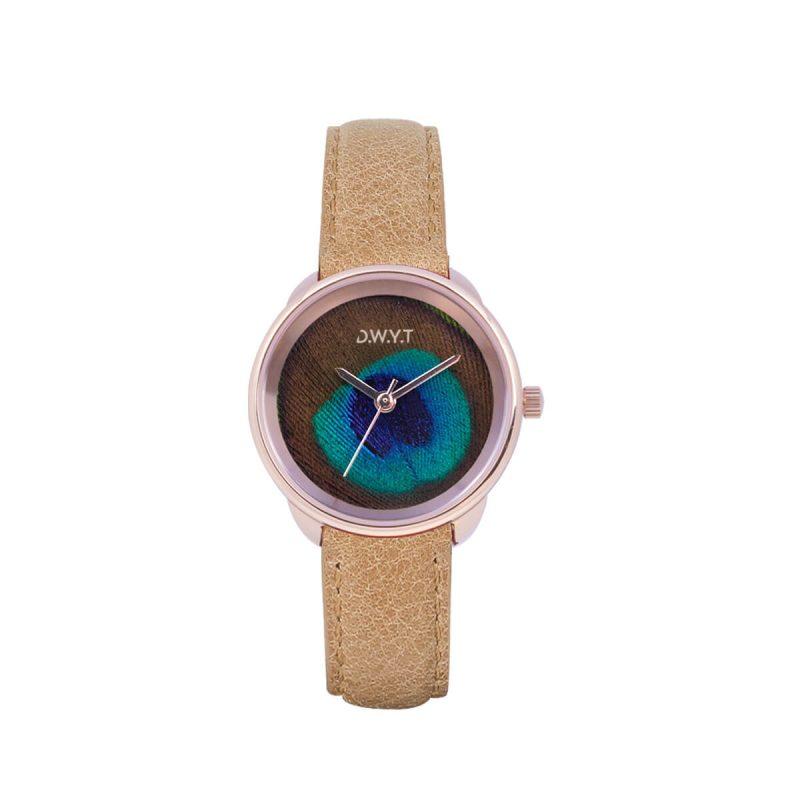 Plume, une montre originale pour femme avec un cadran en plume de paon.