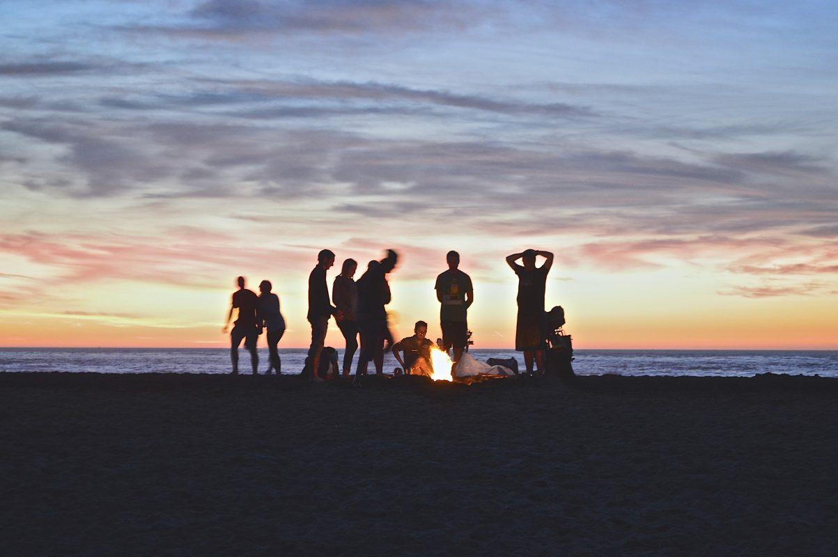 Photo inspirante d'un groupe d'amis sur une plage