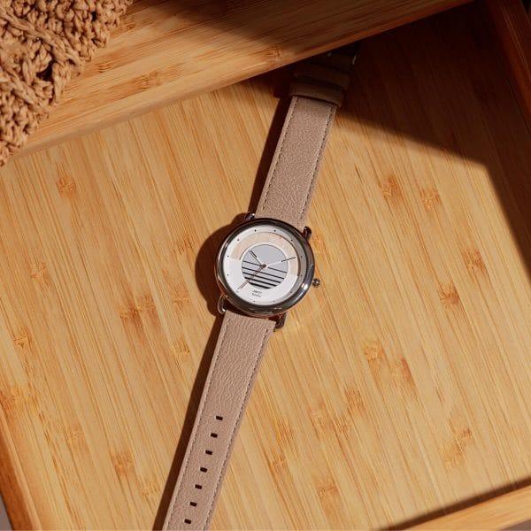 Montre solaire Sunrise vegan avec bracelet en cuir de pomme amande lifestyle