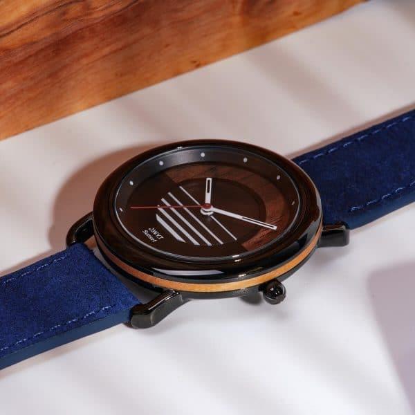 Montre solaire Sunset avec bracelet cuir vintage bleu saphir macro