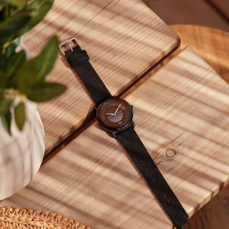 Montre solaire Sunset avec bracelet cuir vintage noir charbon lifestyle