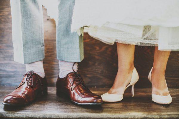 Choisir un noeud papillon en bois pour un mariage